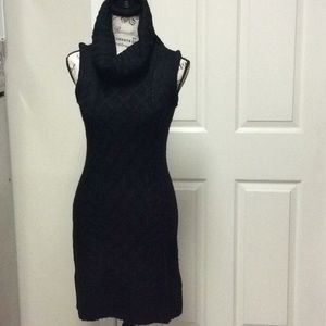 Sleeveless Crowlneck Sweater Dress